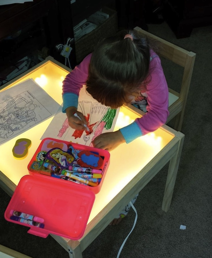 child-glass-table-top-light